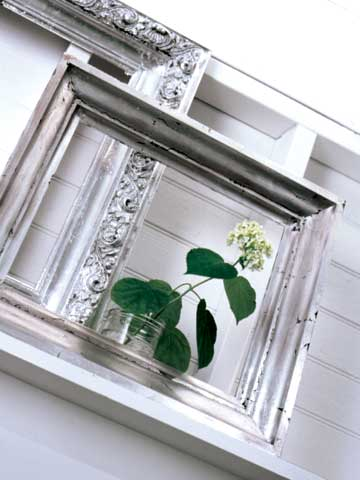 BargainStyle_SrgSmr05_Flower on ledge in open picture frame