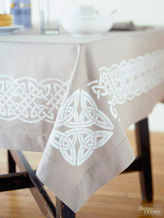 StPatDay_Decorative patterns on table cloth