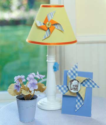 Pinwheel lamp shade and frame