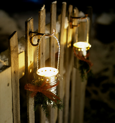 Hanging Holiday Luminaries
