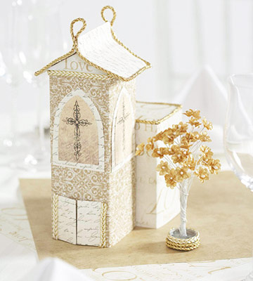 Wedding chapel centerpiece, gold