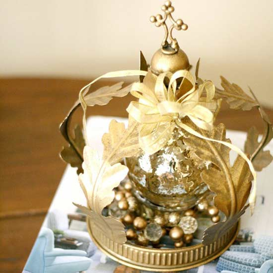 adorn-your-tabletop-with-a-touch-of-gold