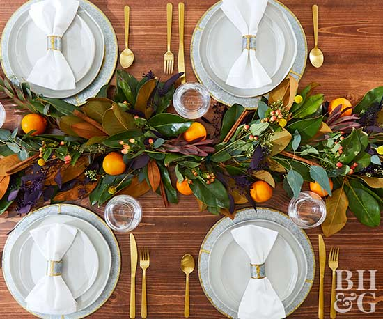 thanksgiving table with white napkins