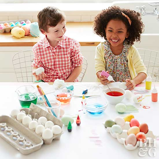kids at table dyeing eggs