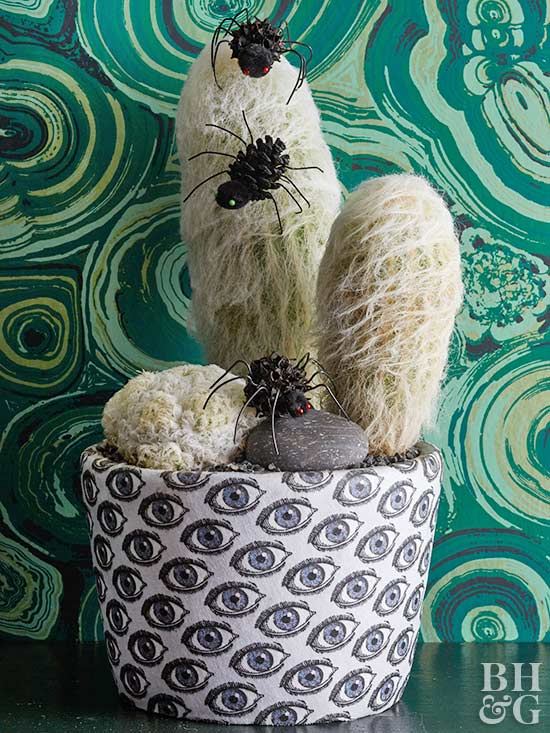 DIY spiders on cactus, holiday decor, DIY